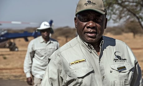 Cyril Ramaphosa arriveer by veiling